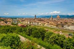 Άποψη της Φλωρεντίας από Piazzale Michelangelo - ποταμός Arno με Ponte Vecchio και Palazzo Vecchio, Duomo Σάντα Μαρία Del Fiore κ στοκ φωτογραφία