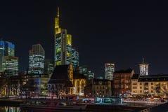 Άποψη της Φρανκφούρτης Αμ Μάιν τη νύχτα, Γερμανία Στοκ Φωτογραφίες