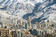 Άποψη της χειμερινής Τεχεράνης με βουνά ενός τα χιονισμένα Alborz Στοκ Φωτογραφίες