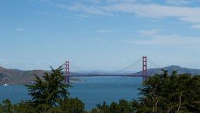 Άποψη της χρυσής γέφυρας πυλών από το πάρκο του Λίνκολν στο Σαν Φρανσίσκο Στοκ Φωτογραφία