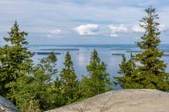 Άποψη της όμορφης λίμνης από την κορυφή λόφων, εθνικό πάρκο Koli στοκ εικόνες με δικαίωμα ελεύθερης χρήσης