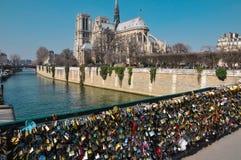 Άποψη της Notre Dame από Pont de λ ` Archeveche Στοκ φωτογραφίες με δικαίωμα ελεύθερης χρήσης