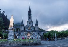 Άποψη της Rosary βασιλικής σε Lourdes Στοκ Εικόνες