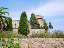 Άποψη τοίχων και πύργων mandelieu-Λα Napoule Γαλλία Chateau de Λα Napule από τη rue de Λα Plage Στοκ φωτογραφίες με δικαίωμα ελεύθερης χρήσης