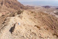 Άποψη τοπίων κοιλάδων κορυφογραμμών βουνών ερήμων, ίχνος που χαρακτηρίζει τη φύση Στοκ φωτογραφία με δικαίωμα ελεύθερης χρήσης