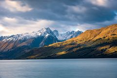Άποψη τοπίων της αποβάθρας Glenorchy, λίμνη και moutains, Νέα Ζηλανδία Στοκ εικόνα με δικαίωμα ελεύθερης χρήσης