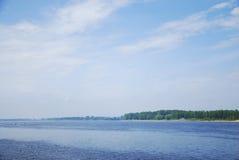 Άποψη τοπίων όχθεων ποταμού Στοκ φωτογραφία με δικαίωμα ελεύθερης χρήσης