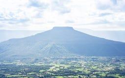 Άποψη τοπίων Phu hor με τα βλέμματα όπως την παρόμοια ΑΜ Το βουνό του Φούτζι είναι διάσημος προορισμός ταξιδιού Loei από στοκ εικόνες