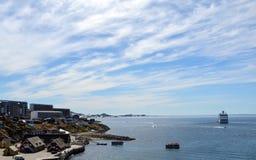 Άποψη τουριστών του Νουούκ, πρωτεύουσα της Γροιλανδίας Στοκ Εικόνα