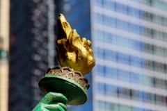 Άποψη του αγάλματος του φανού Libertys στην πόλη της Νέας Υόρκης ελευθερίας Στοκ Εικόνες