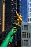 Άποψη του αγάλματος του φανού Libertys στην πόλη της Νέας Υόρκης ελευθερίας Στοκ εικόνες με δικαίωμα ελεύθερης χρήσης