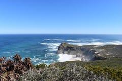 Άποψη του ακρωτηρίου της καλής ελπίδας από το σημείο ακρωτηρίων στο Καίηπ Τάουν στο γύρο χερσονήσων ακρωτηρίων στη Νότια Αφρική Στοκ εικόνες με δικαίωμα ελεύθερης χρήσης