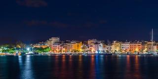 Άποψη του αναχώματος νύχτας της πόλης Cambrils, Catalunya, Ισπανία Διάστημα αντιγράφων για το κείμενο Στοκ φωτογραφία με δικαίωμα ελεύθερης χρήσης
