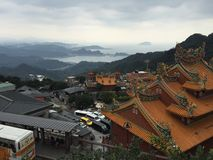 Άποψη του ασιατικών ναού και της θάλασσας στην Ταϊβάν Στοκ Εικόνες