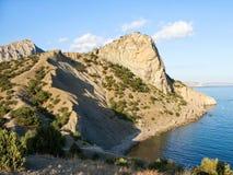 Άποψη του βουνού koba-Kaya στη Μαύρη Θάλασσα στην Κριμαία Στοκ Φωτογραφίες