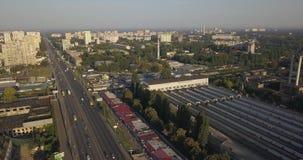 Άποψη του δρόμου Εναέριος δρόμος πόλεων άποψης και βιομηχανικά κτήρια 4k 4096 X 2160 εικονοκύτταρα φιλμ μικρού μήκους