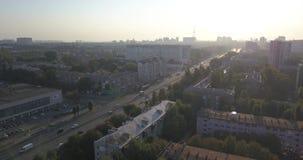 Άποψη του δρόμου Εναέριος δρόμος πόλεων άποψης και βιομηχανικά κτήρια 4k 4096 X 2160 εικονοκύτταρα απόθεμα βίντεο