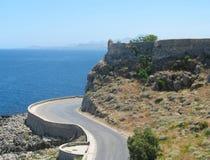 Άποψη του δρόμου και της θάλασσας από το φρούριο Rethymno, Κρήτη, Ελλάδα στοκ εικόνες