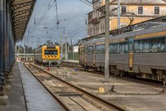 Άποψη του εσωτερικού του σταθμού τρένου στην Κοΐμπρα στοκ εικόνες
