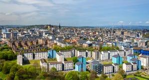 Άποψη του Εδιμβούργου από το πάρκο Holyrood Στοκ Εικόνες