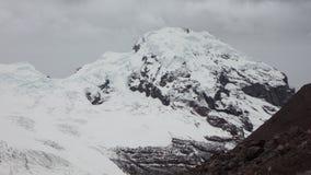 Άποψη του ηφαιστείου Antisana μια νεφελώδη ημέρα στην οικολογική επιφύλαξη Antisana Στοκ Εικόνα