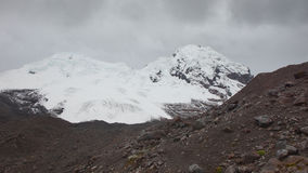 Άποψη του ηφαιστείου Antisana μια νεφελώδη ημέρα στην οικολογική επιφύλαξη Antisana Στοκ Φωτογραφίες