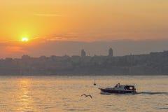 Άποψη του ηλιοβασιλέματος στη θάλασσα, Ιστανμπούλ Στοκ εικόνες με δικαίωμα ελεύθερης χρήσης
