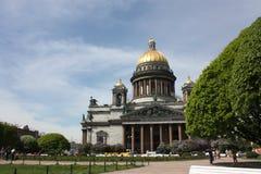 Άποψη του θόλου του καθεδρικού ναού του ST Isaac στην Πετρούπολη στοκ εικόνες με δικαίωμα ελεύθερης χρήσης