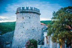 Άποψη του κάστρου από την Κροατία Trsat με τα περίχωρα ηλιοβασιλέματος και φύσης στοκ φωτογραφία με δικαίωμα ελεύθερης χρήσης