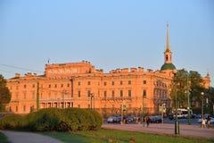 Άποψη του κάστρου εφαρμοσμένης μηχανικής Mikhailovsky από το Champ de Στοκ Εικόνες