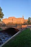 Άποψη του κάστρου μηχανικών Mikhailovsky και της γέφυρας με Στοκ εικόνα με δικαίωμα ελεύθερης χρήσης