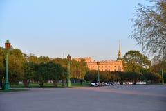 Άποψη του κάστρου Mikhailovsky (εφαρμοσμένη μηχανική) από το Champ de Στοκ εικόνα με δικαίωμα ελεύθερης χρήσης