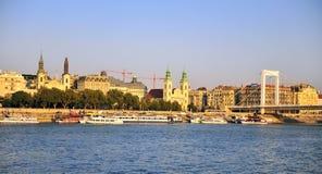 Άποψη του κέντρου της πόλης της Βουδαπέστης και του ποταμού Δούναβη στοκ εικόνα