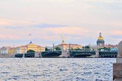 Άποψη του καθεδρικού ναού γεφυρών, ναυαρχείου και του ST Isaac παλατιών, Vasi Στοκ εικόνες με δικαίωμα ελεύθερης χρήσης