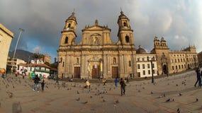 Άποψη του καθεδρικού ναού Primada της Κολομβίας στο plaza bolívar στην περιοχή Λα Candelaria στο στο κέντρο της πόλης της πόλης τ Στοκ Εικόνες