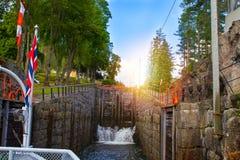 Άποψη του καναλιού Telemark με τις παλαιές κλειδαριές - τουριστικό αξιοθέατο σε Skien, Νορβηγία στοκ φωτογραφίες