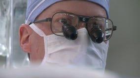 Άποψη του κεφαλιού του χειρούργου απόθεμα βίντεο