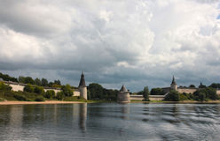 Άποψη του Κρεμλίνου στο Pskov Στοκ εικόνες με δικαίωμα ελεύθερης χρήσης