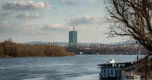 Άποψη του κτιρίου γραφείων φιαγμένη από γυαλί Στοκ Εικόνες