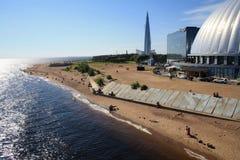 Άποψη του Κόλπου της Φινλανδίας στη Αγία Πετρούπολη, Ρωσία Skyscrape στοκ εικόνα
