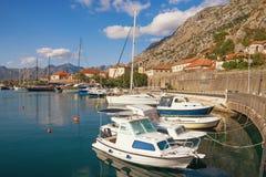 Άποψη του κόλπου Boka Kotorska κοντά στην παλαιά πόλη Kotor Μαυροβούνιο Στοκ Φωτογραφίες