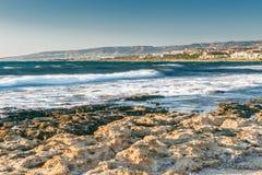 Άποψη του κόλπου θάλασσας στη Πάφο, Κύπρος Στοκ φωτογραφία με δικαίωμα ελεύθερης χρήσης
