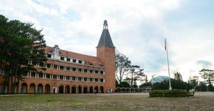 Άποψη του κύριου πύργου στο σχολείο Yersin σε Dalat, Βιετνάμ Στοκ Φωτογραφίες