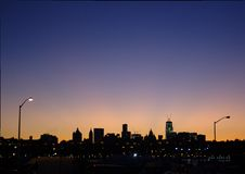 Άποψη του Μανχάταν από το Μπρούκλιν στο σούρουπο Στοκ Φωτογραφία