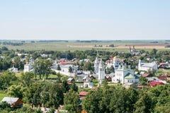 Άποψη του μοναστηριού μεσολάβησης από τον πύργο κουδουνιών, Ρωσία, Σούζνταλ Στοκ Εικόνα