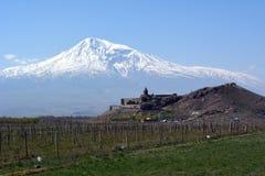 Άποψη του μοναστηριού Khor Virap στο υπόβαθρο του υποστηρίγματος Ararat στην Αρμενία Στοκ Φωτογραφίες