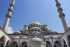 Άποψη του μουσουλμανικού τεμένους Yeni Στοκ εικόνα με δικαίωμα ελεύθερης χρήσης