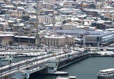 Άποψη του νέου μουσουλμανικού τεμένους Ä°stanbul από τον πύργο Galata Στοκ Φωτογραφία