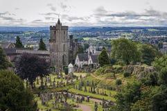 Άποψη του νεκροταφείου πίσω από την εκκλησία ιερός αγενής, σε Stirling, Σκωτία, Ηνωμένο Βασίλειο στοκ εικόνα