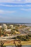 Άποψη του νότου του ορίζοντα του Περθ και του άνεμος αυτοκινητόδρομου Kwinana στοκ εικόνες